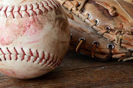 昔のイメージと汚い野球用具を閉じる。