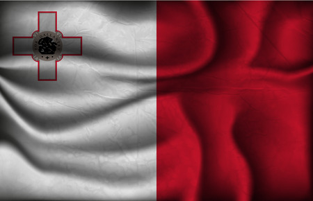 malta: verfrommeld vlag van Malta op een lichte achtergrond.
