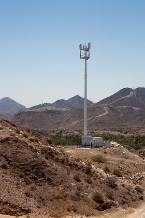 山砂漠の携帯電話の塔