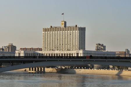 의회의 집은 모스크바 강에서 볼 수 있습니다. 모스크바, 러시아.