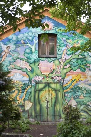 코펜하겐, 덴마크 - : 2010 년 5 월 28 일 유명한 프리 타운 크리스티, 코펜하겐, 덴마크 Christianshavn의 자치구 약 850 주민의 자칭 자율 동네에 벽화. 에디토리얼