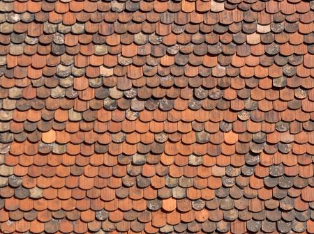 자그레브, 크로아티아에서 오래 된 붉은 벽돌 지붕 타일입니다.