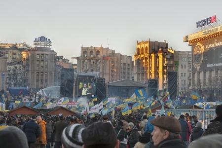 키예프, 우크라이나 - 12 월 14 일 : 시위대는 키예프, 우크라이나에서 2013년 12월 14일에 우크라이나 대통령과 정부에 대해 평화로운 행동 중에 독립 광장