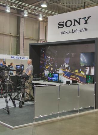 訪問キエフ国際テレビのソニーのテレビ機器ブースとラジオ フェア 2013年それはウクライナのメディア業界の専門家の主要なビジネス フォーラム