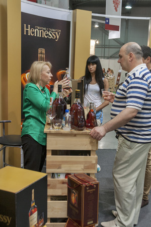 wino: People tasting cognac at Hennessy booth during the Ukrainian festival Polyana Wino Fest 2013 in in Kiev, Ukraine. Peter Lehmann is a Australlian premium wine brand. Hennessy, is a cognac house with headquarters in Cognac, France. It the worlds largest Co