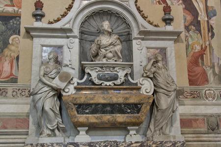 피렌체, 이태리에서 바실리카 디 산타 Croce에 갈릴레이 갈릴레이의 무덤. 스톡 콘텐츠