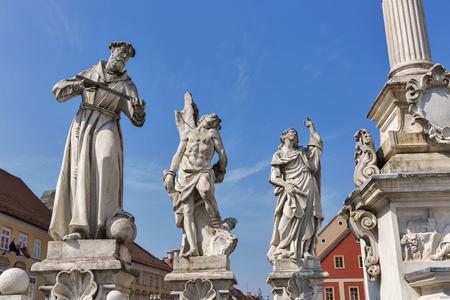 Plague Column 동상은 슬로베니아에서 두 번째로 큰 도시인 Maribor의 메인 광장에 위치하고 있습니다.