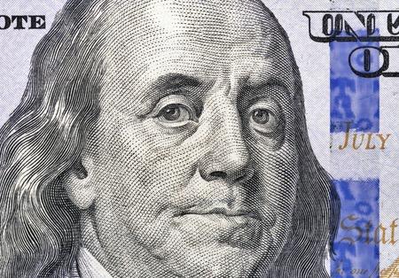 100 ドル法案フラグメント マクロの米国大統領ベンジャミン ・ フランクリンの肖像画 写真素材