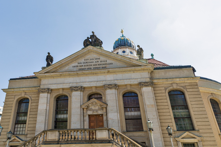 French Protestant church and French church on Gendarmenmarkt square in Berlin, Germany. Imagens