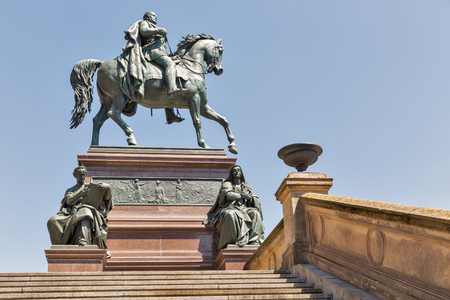 Equestrian statue of King Frederick William in front of the Old National Gallery in Berlin, Germany. 免版税图像