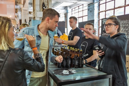 KYIV, UKRAINE - MAY 20, 2018: People enjoy craft beer during Kyiv Beer Festival vol. 3 in Art Zavod Platforma. About 300 unique varieties of craft beer were presented here. Redactioneel