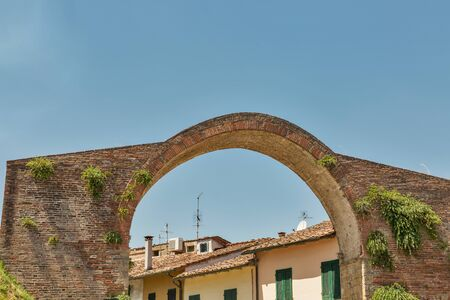 Castruccio Castracani medieval arch in Montopoli in Val dArno. It is a municipality in the Province of Pisa in the Italian region Tuscany. Imagens