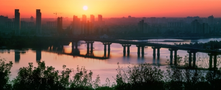 dnieper: Legendary metal bridge Paton at dawn, amid new quarters, symbolizes the new and the old town
