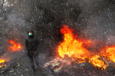 molotov: Young rebel calls for a rally against the tyranny of the authorities among the burning of the capital of the European quarter. Burning tires rekolesa from Molotov cocktails, smoke and soot fire