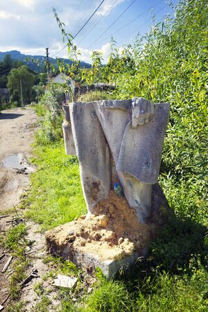 them: Ukraine, Yasinya, July 31, 2016: remains of Vladimir Lenin in a ditch. days of the Soviets Lenin monument  concrete idols were in every village now people recover them to the dustbin of history