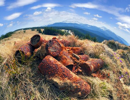 Arhelogi in the trenches of the First World War find old shells. Risk requires caution. There was fighting Austria-Hungary against the Russian Empire, and left a lot of bunkers with an ancient weapon