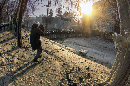 lull: Kiev, Ukraine - January 27, 2014: Temporary truce after-death battles and demonstrators lull, both sides are in their positions, while preparing for the possibility to take the offensive.