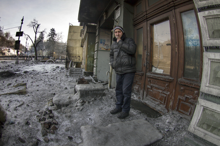 lull: Kiev, Ukraine - January 27, 2014: Temporary truce after-death battles and demonstrators lull,Kiev, Ukraine - January 27, 2014: Temporary truce after-death battles and demonstrators lull, the man lives in the house, through which the front line, and left t