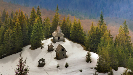 seekers: In the highest mountains of Ukraine, including steep slopes seekers priklyucheniy- winter tourists can find a lonely monastery with the church, lost in the vast expanses of Chornogory