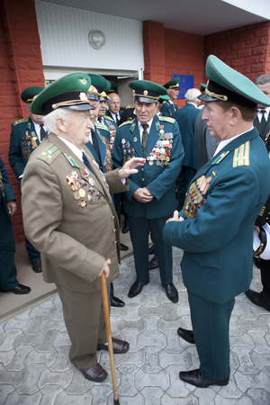 garrison: Ukraine, Orshanets, May 25, 2011: Veterans of the war in the border garrison  of the celebration of the feast day of the military border guards chat with modern warriors and a concert