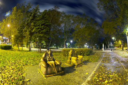 Poland, Wroclaw, October 29, 2017: Lovers on a bench in an autumn park became a symbol of Wroclaw and one of the famous landmarks of the city in Poland. Sajtókép