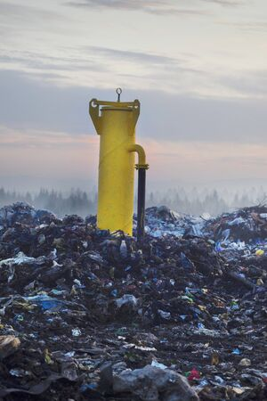 Garbage of household waste is used for the decomposition of organics and the production of household gases in industry and the urban population for recycling