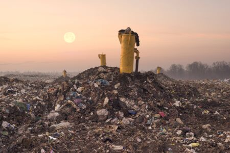 Garbage of household waste is used for the decomposition of organics and the production of household gases in industry and the urban population for recycling Standard-Bild