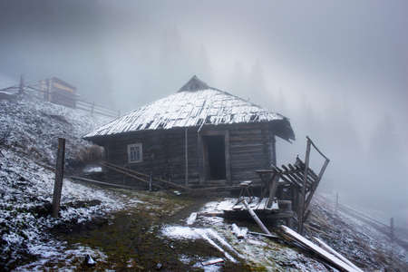 Autumn and spring in the Carpathians and the Tatras are very similar - fresh snow, fog and haze among pine forests and shepherd's architecture 版權商用圖片