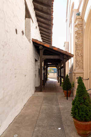 passage at the courtyard of Mission Dolores in San Francisco Imagens
