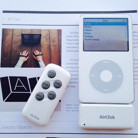 cool gadget: Vintage iPod with remote