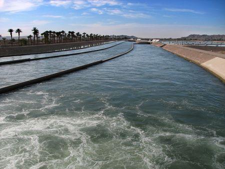 waterleiding: Waterwerken aan het hoofd van de Keizerlijke Canal, Californië