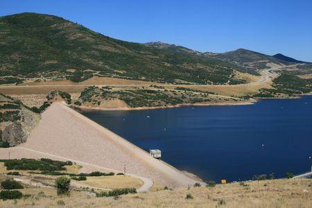 the earthfill Jordanelle dam blocks the Provo River to create Jordanelle Reservoir in Utah Banco de Imagens