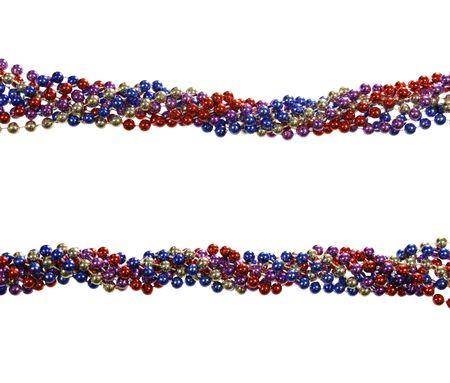 Twisted Zeichenfolgen von Mardi Gras Perlen isolated on white  Lizenzfreie Bilder