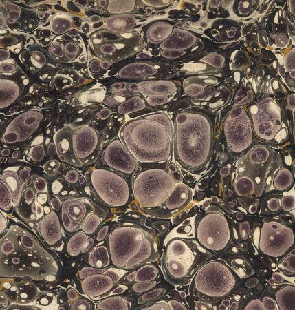 violett und schwarz marmoriert Papier aus einem alten Buch