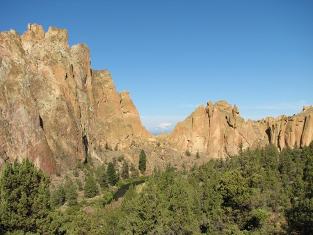 smith rock: view of cliffs at Smith Rock State Park, Oregon with Mount Jefferson visible through asterisk pass