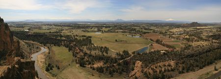 smith rock: panorama from misery ridge at Smith Rock State Park, OR with the Cascade volcanoes on the horizon
