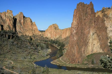 smith rock: the Crooked River winds past the cliffs of Smith Rock State Park, Oregon