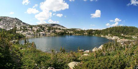 風の川の範囲、ワイオミングの荒野の湖のパノラマ画像