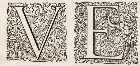 Fancy Buchstaben V und e aus einem Jahrhundert-Bibel Lizenzfreie Bilder