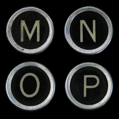 vintage: M N O P sleutels van oude schrijfmachine op zwarte achtergrond