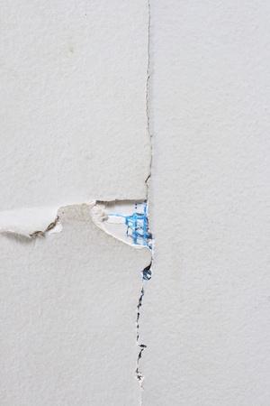 Close up van gebarsten blad rock muur voor achtergrondstructuur