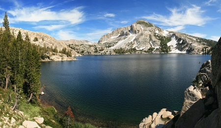 Peeler lake in the Sierra Nevada mountains of California Stock Photo - 10993671