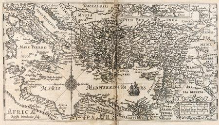 지중해의지도와 1647 네덜란드 성경에서 주변 지역