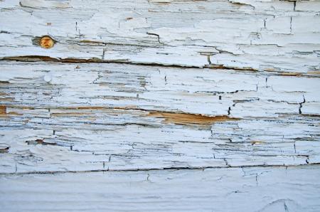 昔の風化し、ひびの入った塗装木材表面の背景 写真素材