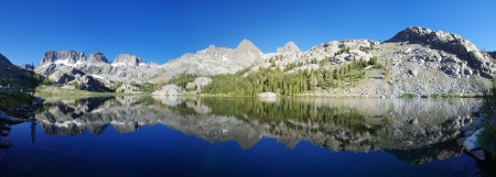 Panorama of Ediza Lake and the Minaret Range and Mount Banner and Ritter in the Ansel Adams Wilderness Stock Photo - 15039525
