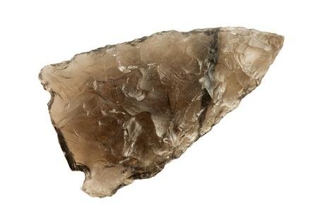 흰색 배경에 고립 된 반투명 흑요석 화살촉
