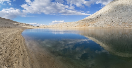 john muir wilderness: panorama de Summit Lake, cerca Mono Pass en las monta�as de Sierra Nevada