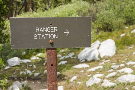 sign with an arrow pointing right to the ranger station