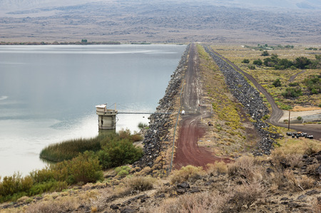 owens valley: earth dam holding back a reservoir lake Stock Photo