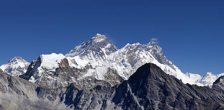 Mount Everest and surrounding peaks viewed from Gokyo Ri Stock Photo